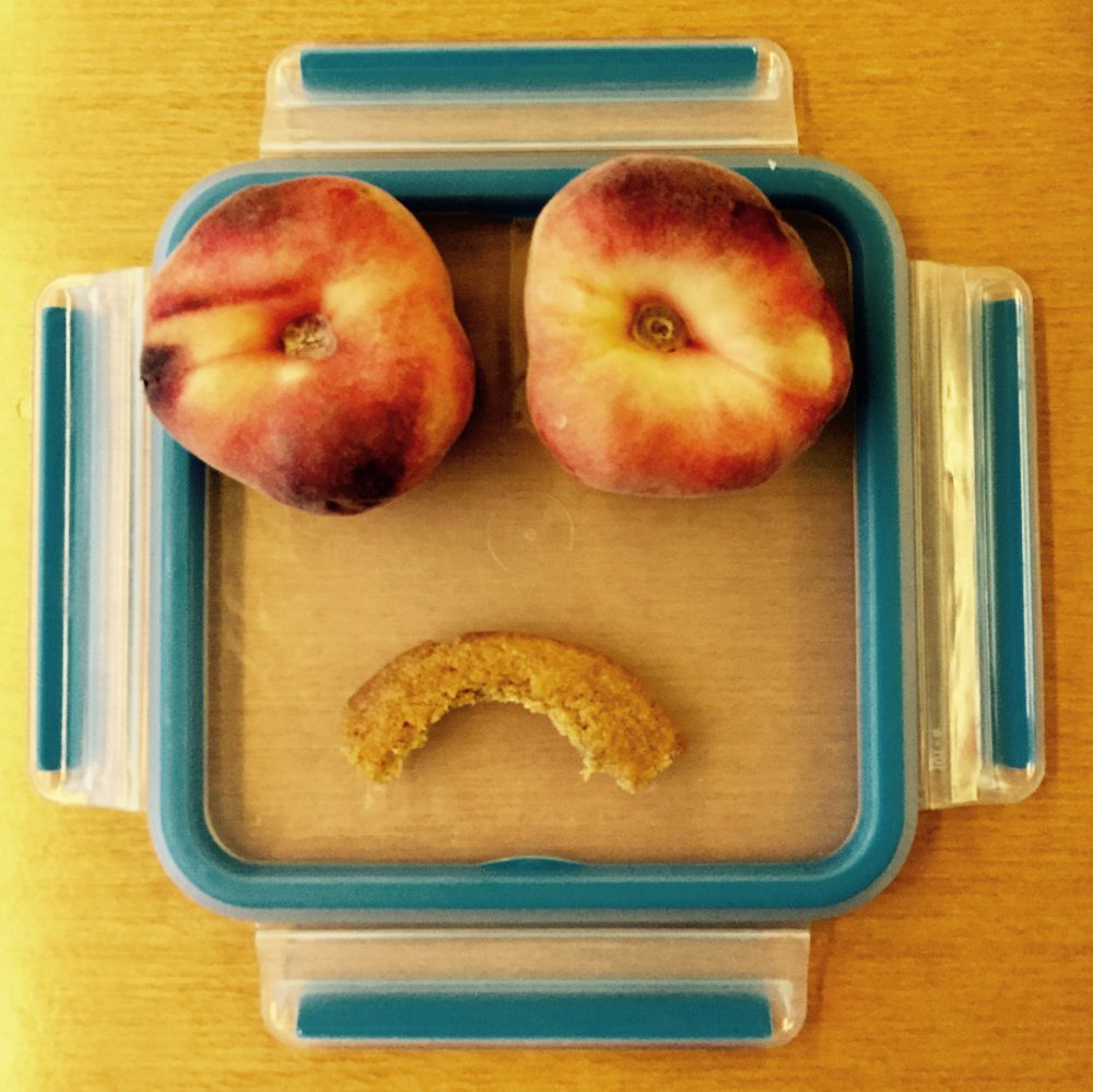 Hangry Foodart peaches Pfirsich angry sad traurig wütend