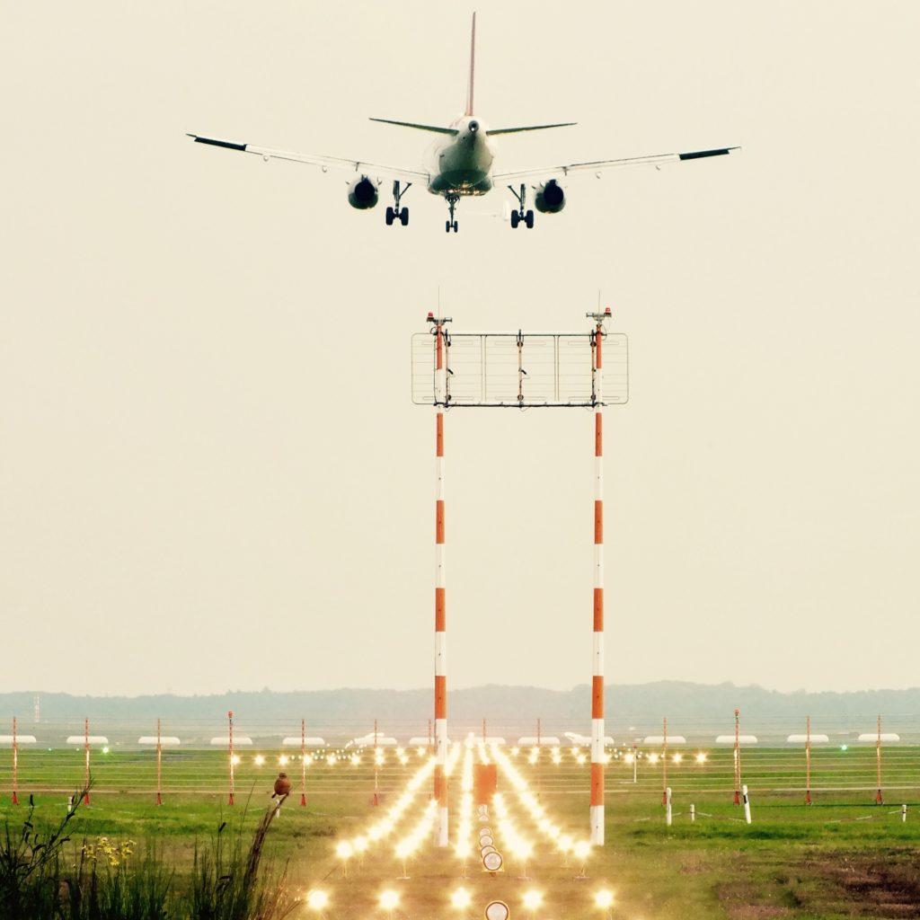 Flugzeug Flughafen Fliegen Startendes Flugzeug Start Abflug Landebahn