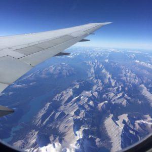 Flugzeug Fliegen über den Wolken Rocky Mountains