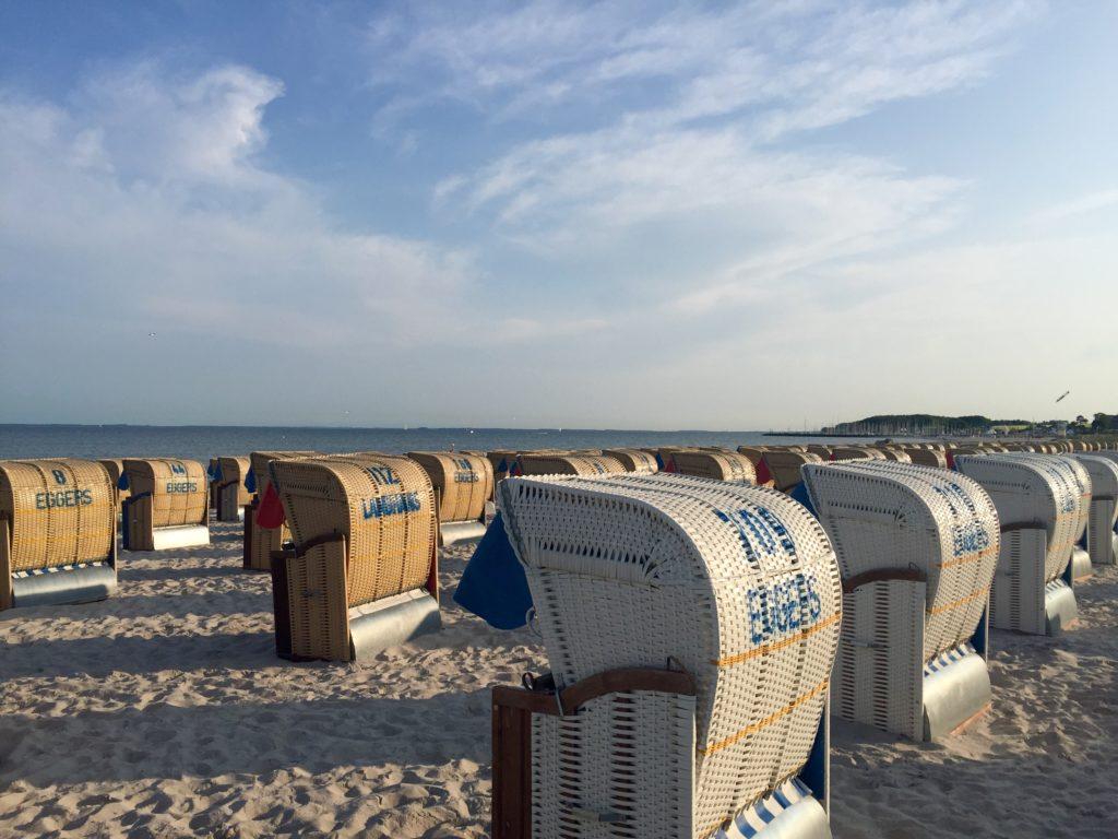 Deutschland Ostsee Küste Strandkorb
