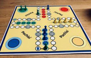 Spieleabend Dreißigjährige Pärchen Brettspiel Trinkspiel