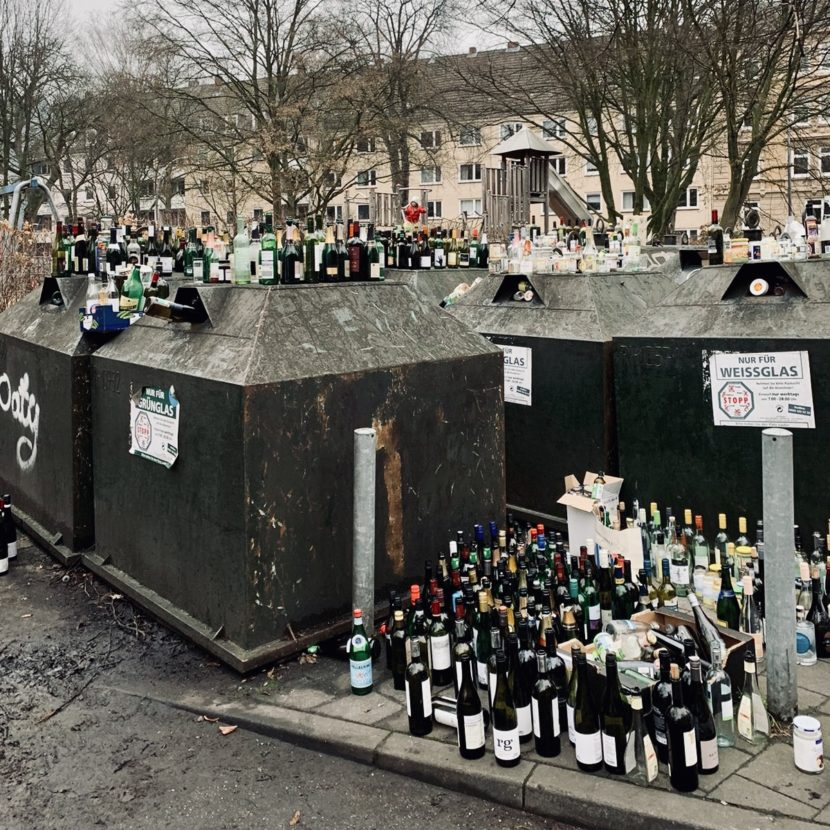 Nüchtern Alkohol Alkoholkonsum Bier Wein Schnaps Trinken Altglas