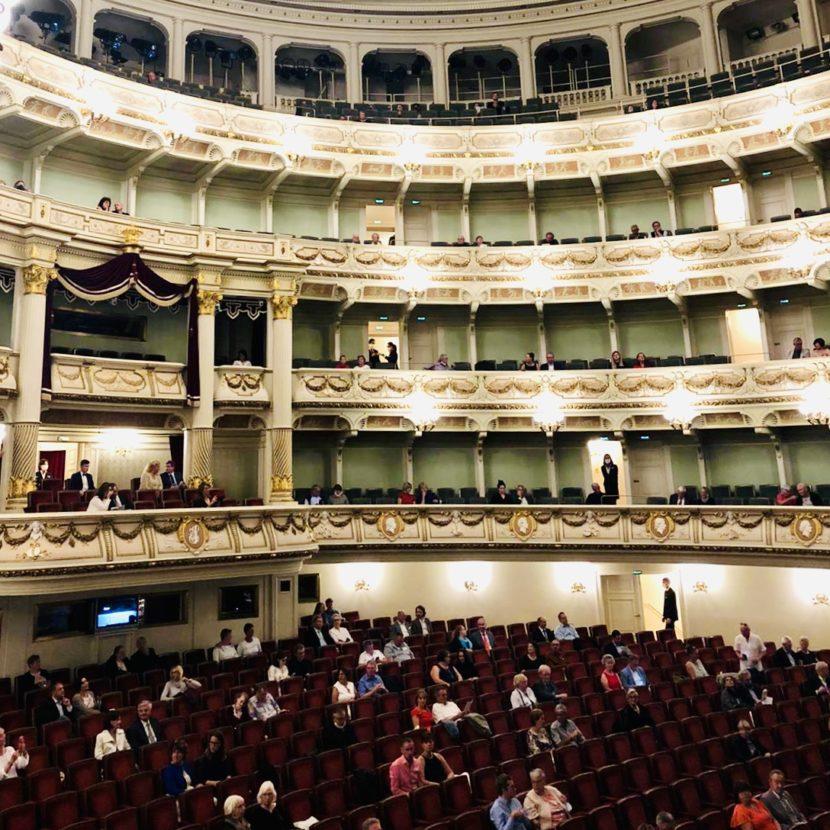 Empty seat leere Ränge Konzert Semperoper Oper Besucher